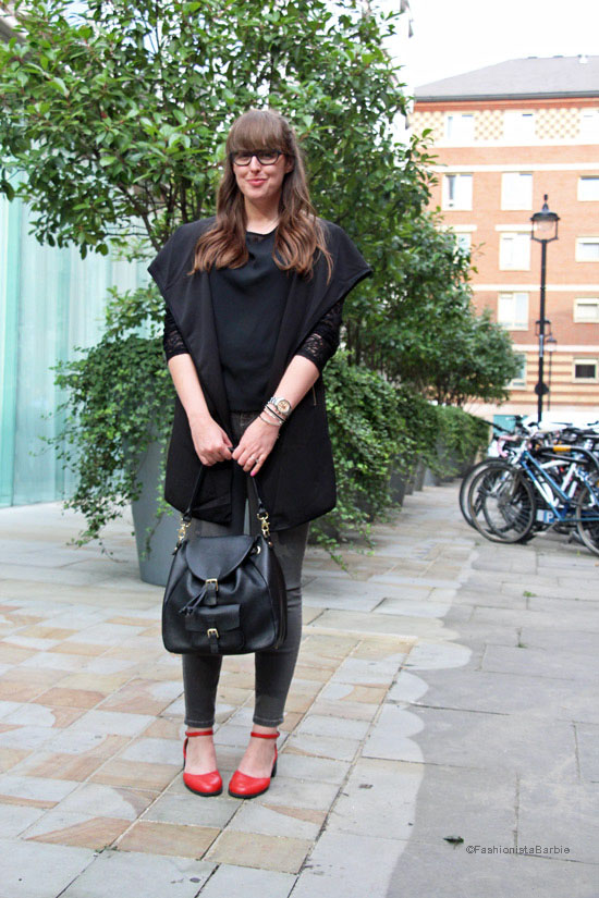 fashion week diaries,fashion week,london fashion week,style post,style blogger,fashion blogger,fashionista barbie,pop of colour,black outfit,red shoes,rucksack