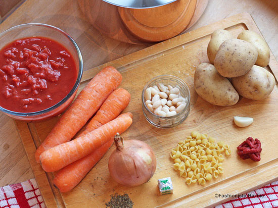 minestrone soup,minestrone,vegetable soup,vegetarian,recipe,chunky soup,