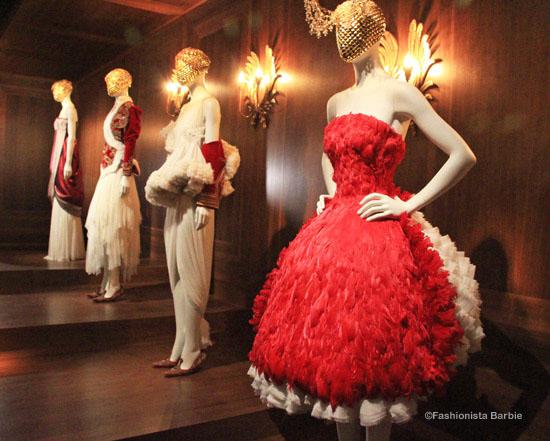 savage beauty,alexander mcqueen,v&a,victoria and albert,exhibition,fashion exhibition,fashion,designer fashion