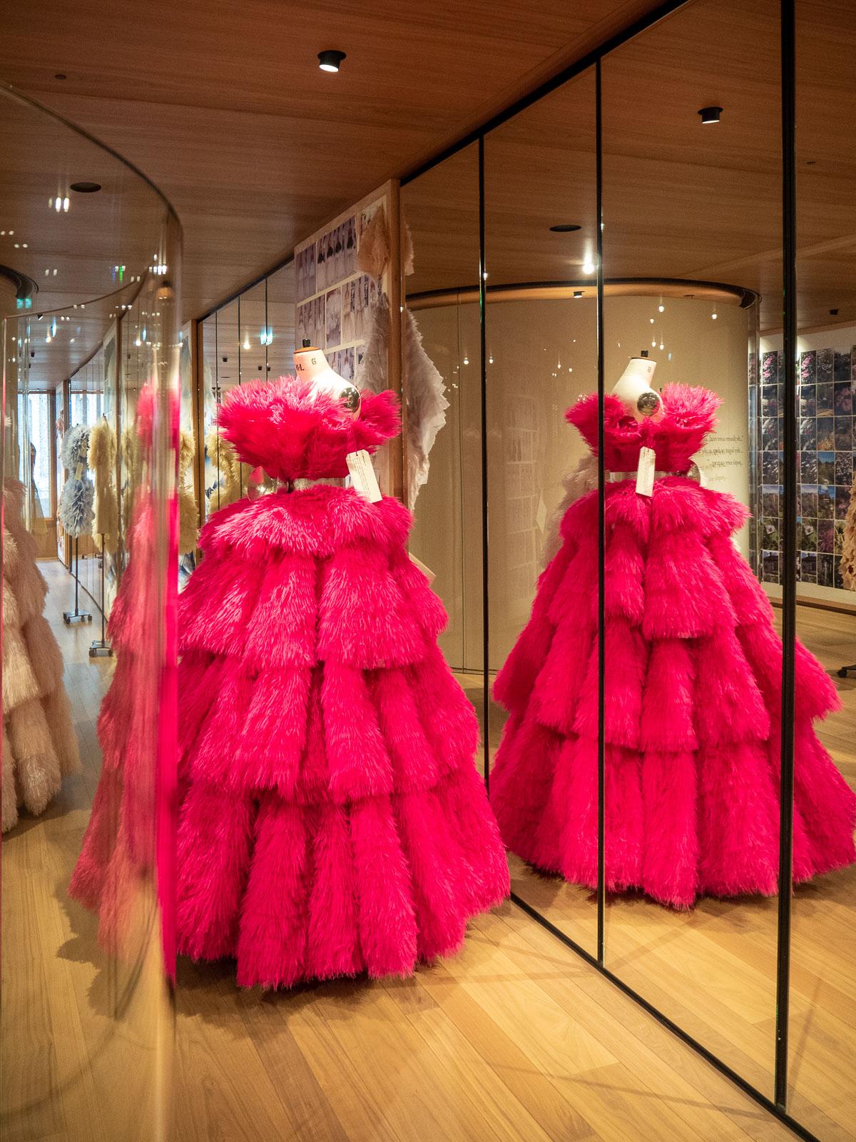 Alexander McQueen, fashion exhibition, haute couture, couture, fashion, clothing, designer clothing